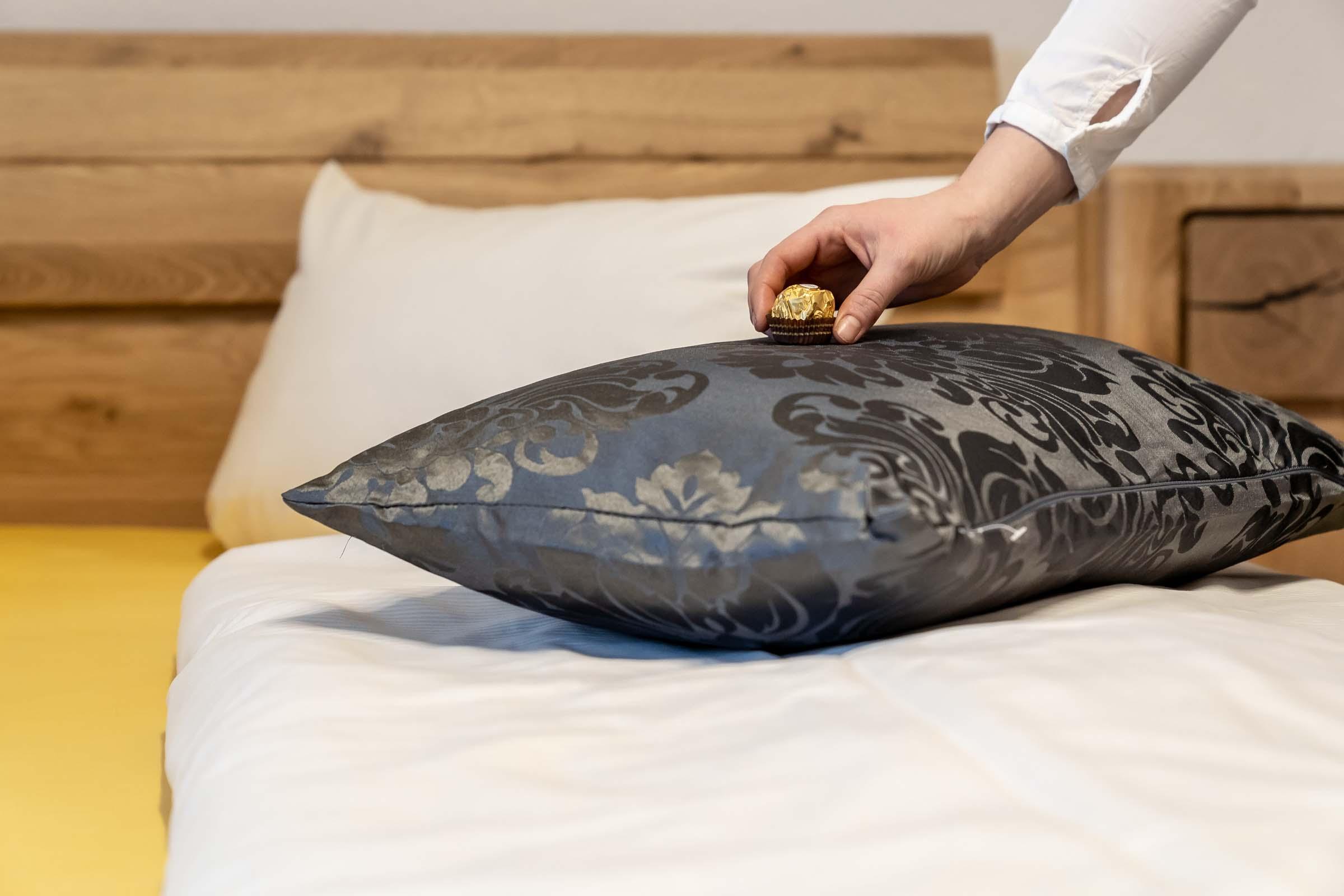 Hotel-Seerose-Lindau-Bett-Kissen