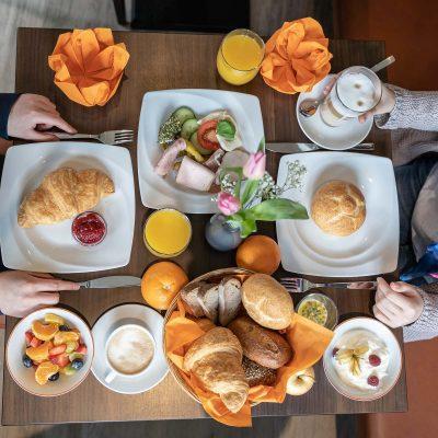 Hotel-Seerose-Lindau-Frühstückstisch-Gäste