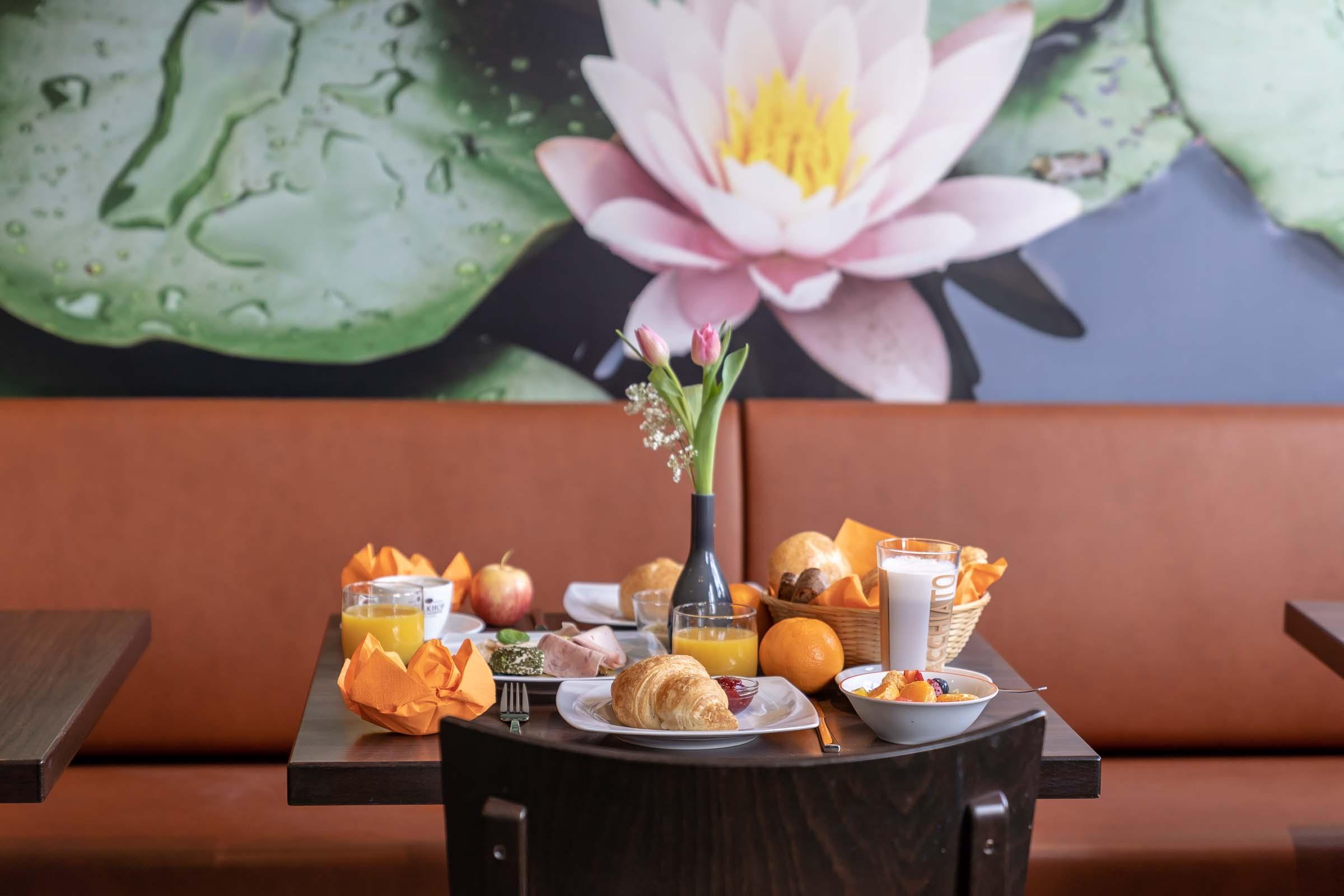 Hotel-Seerose-Lindau-Frühstückstisch-gedeckt
